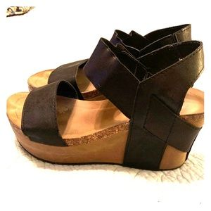 Size 8 Pierre Dumas like OTBT wedges